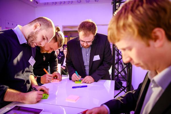 Als Auftakt konnten Teilnehmer Diskussionsthemen für die Workshops stellen